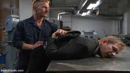 Video Porno Gay Bondage - Cocky Businessman Bound And Fucked In The Metal Shop